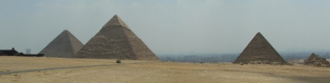Picture of the Giza pyramids
